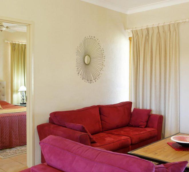 Berenbell Vineyard Retreat - Downstairs bedroom in a 2 bedroom Lodge