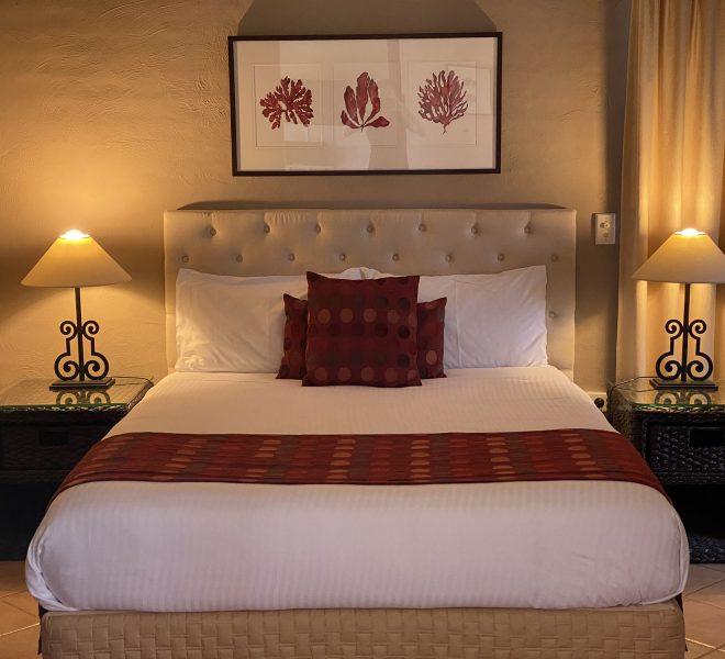 Berenbell Vineyard Retreat - Queen bed in Cottage