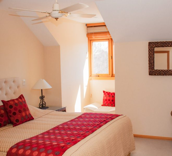 Berenbell Vineyard Retreat - Two Bedroom Lodge upstairs bedroom