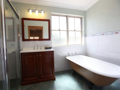 Clawfoot bath and shower in Berenbell 1 bed cottage