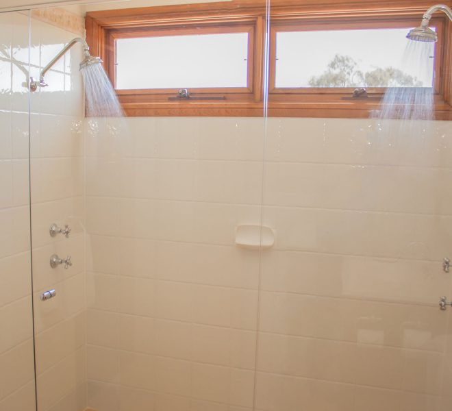 Double Shower Berenbell Vineyard Estate Lodge